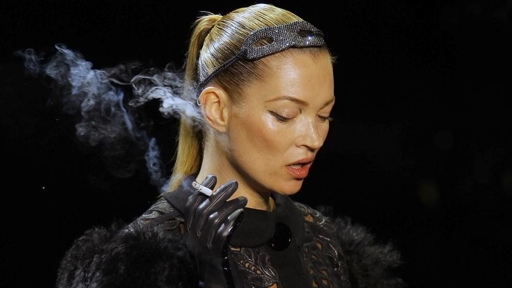 kate moss smoking. Kate Moss smokes at Louis